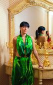 Portrait of a beautiful brunette near the luxury mirror — Stock Photo