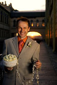 Groom with bouquet of white roses — Stock Photo