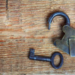 Old padlock and key on wood — Stock Photo