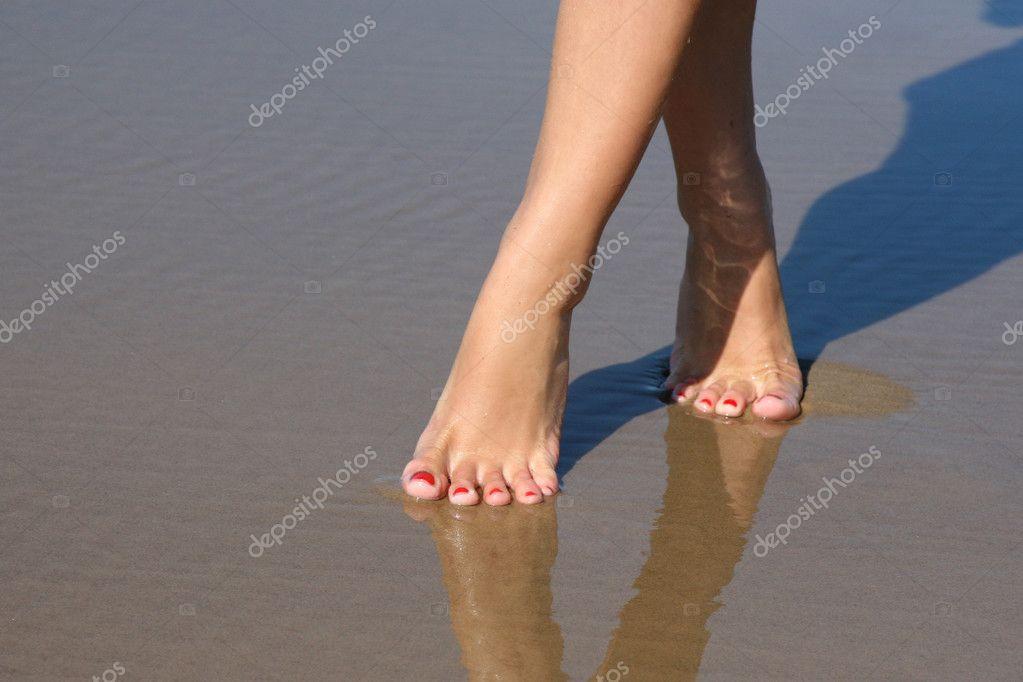 Bellissimi piedi femminili sul mare di sabbia foto stock for Piani di studio 300 piedi quadrati