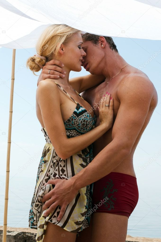 Young beautiful couple are kissing on the beach — Zdjęcie stockowe #3913667