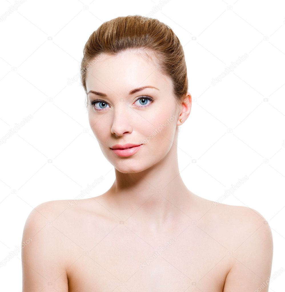 Beautiful young woman with healthy fresh skin — Stock Photo #2912330
