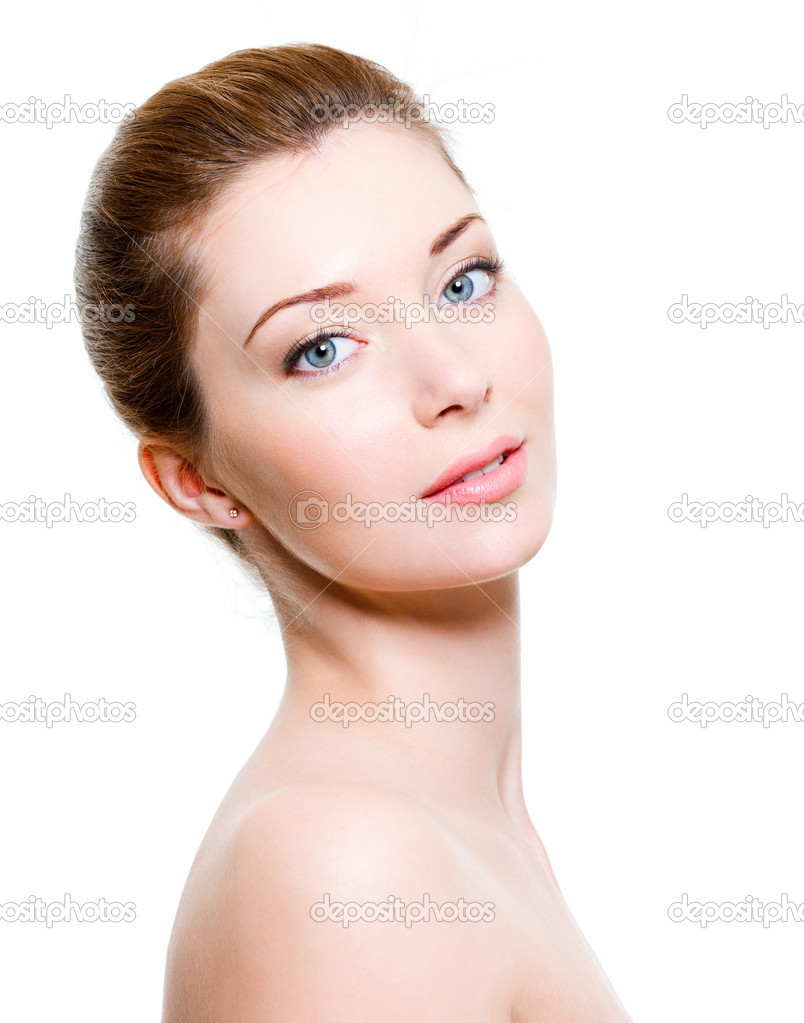 Portrait of young beautiful woman with healthy skin — Stock Photo #2912356
