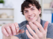 切割男性指甲 — 图库照片