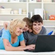 Laptop for happy family at home — Stockfoto