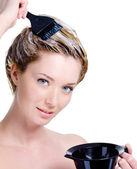 Woman with bowl for hair-dye coloring head — Stock Photo