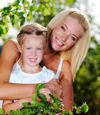 Portrait of  mother and daughter outdoors — Stok fotoğraf
