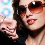 Sexy woman in fashion sunglasses — Stock Photo