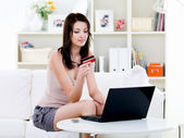 Woman with credit card and laptop at home — Foto de Stock