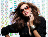 Woman with fashion sunglasses — ストック写真