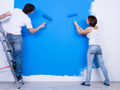 Brushing the wall by young couple — Stock Photo
