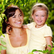 Portrait of  mother and daughter outdoors — Stockfoto