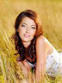 Linda garota adulta ao ar livre — Fotografia Stock