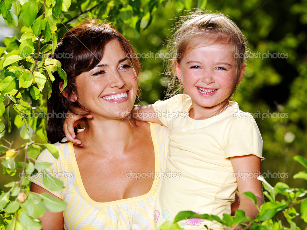 Happy portrait of the mother and little daughter outdoors — Stock Photo #3782887