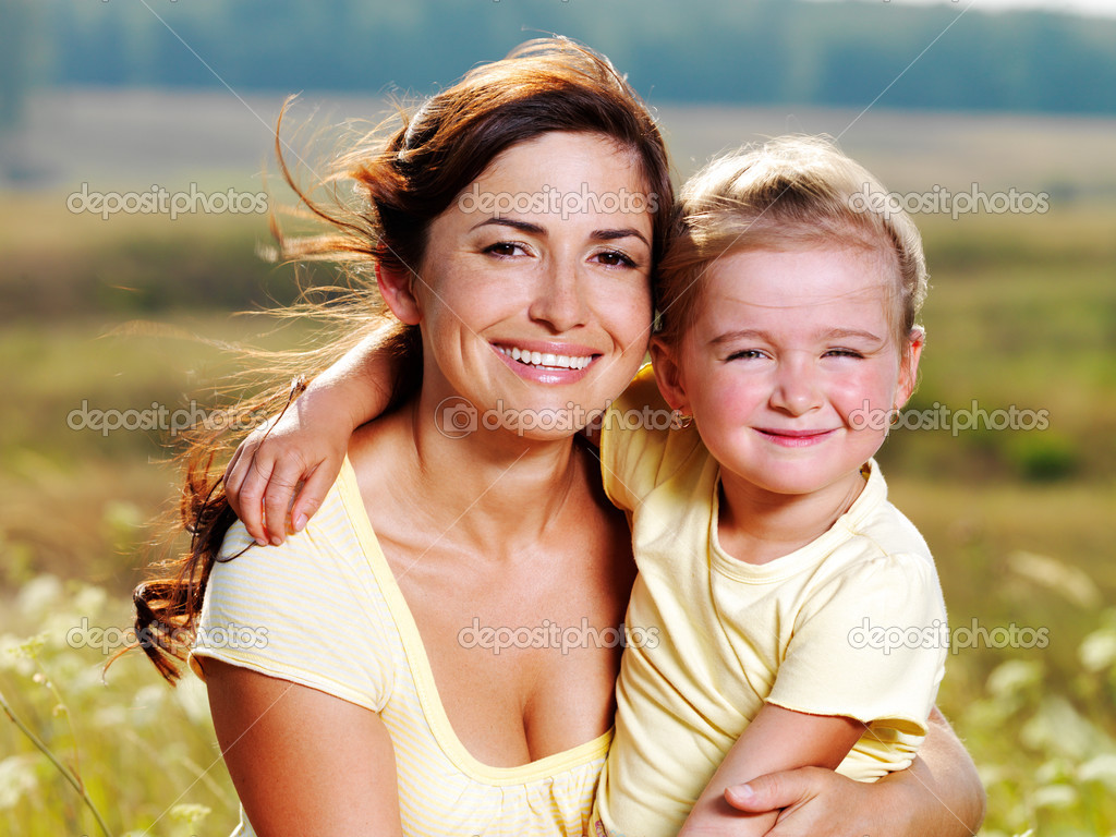 Smiling mother and little daughter on nature. Happy outdoors — Stock Photo #3783046