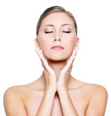 Face with closed eyes of a beautiful woman — Stock Photo