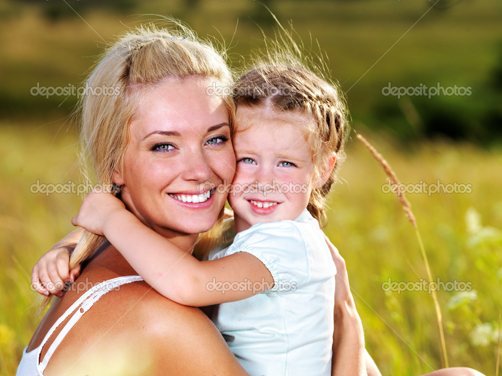 Happy portrait of the mother and little daughter outdoors — Photo #3830973