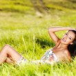 Beautiful sexy woman on the nature — Stock Photo