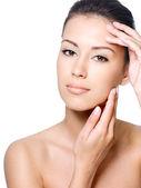 Twarz uroda kobiety z czystą skórę — Zdjęcie stockowe