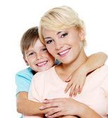 幸せな母と 6 歳の息子 — ストック写真