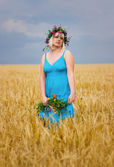 Woman in wreath of flowers — Stock Photo