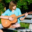 Teenage girl with guitar — Stock Photo