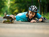 Teenage girl with skateboard — Stockfoto