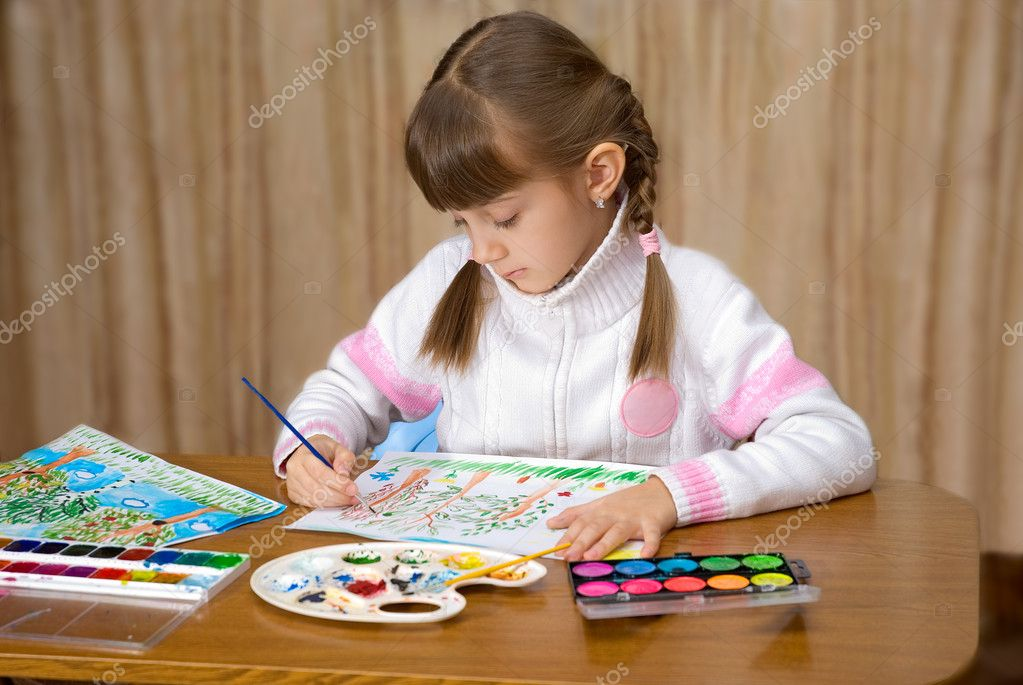 The girl draws picture a paints — Stock Photo #2886569