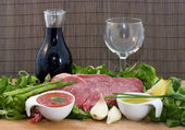 Beef and salad — Stockfoto