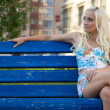 Attractive young woman sit on the bench — Stockfoto