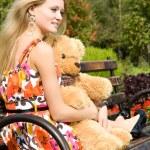 mujer atractiva con oso de peluche — Foto de Stock