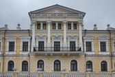 La fachada de un edificio hermoso — Foto de Stock