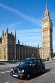 Taxi cab near of Big Ben — Stock Photo