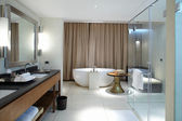 Modern comfortable bathroom — Stockfoto