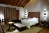 Modern comfortable hotel room — Stock Photo