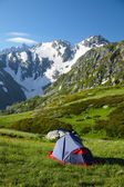 Hikers tent in mountans — Stock Photo