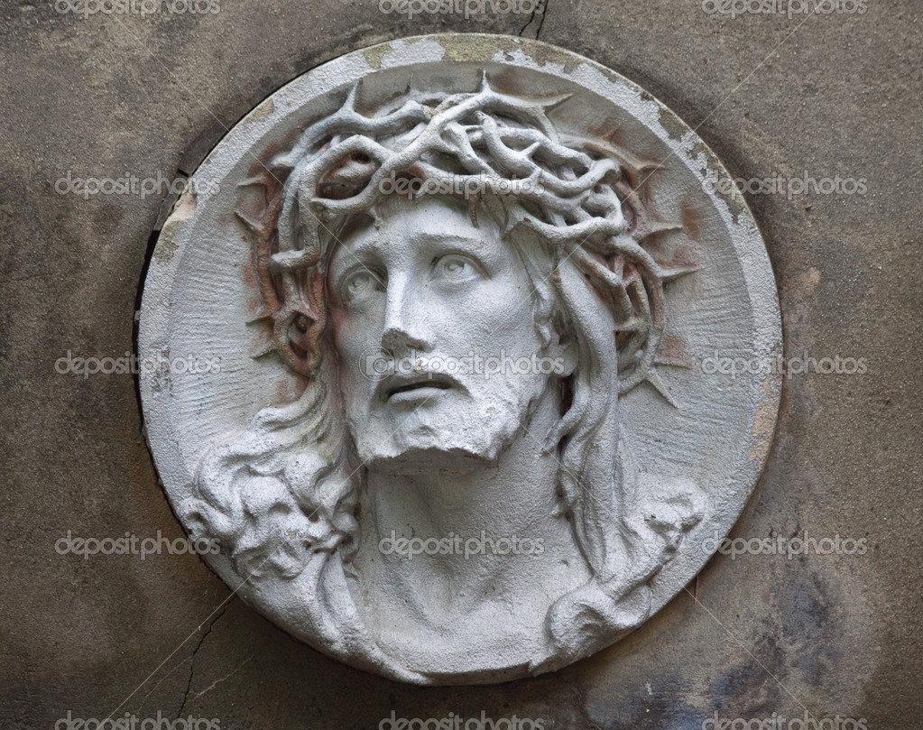 Sculpture of Jesus Christ in the face of thorny — Stock ...