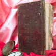 Foto de Stock  : Book with old clock
