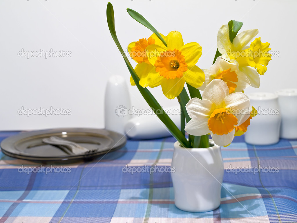 Для вдохновения Depositphotos_2952530-Narcissus-and-crockery