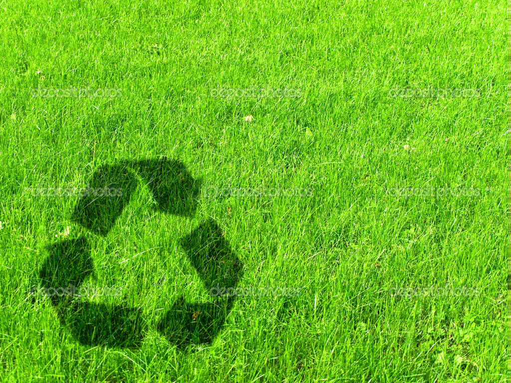 Recycling sign at green grass meadow, copyspace  Foto Stock #3262364