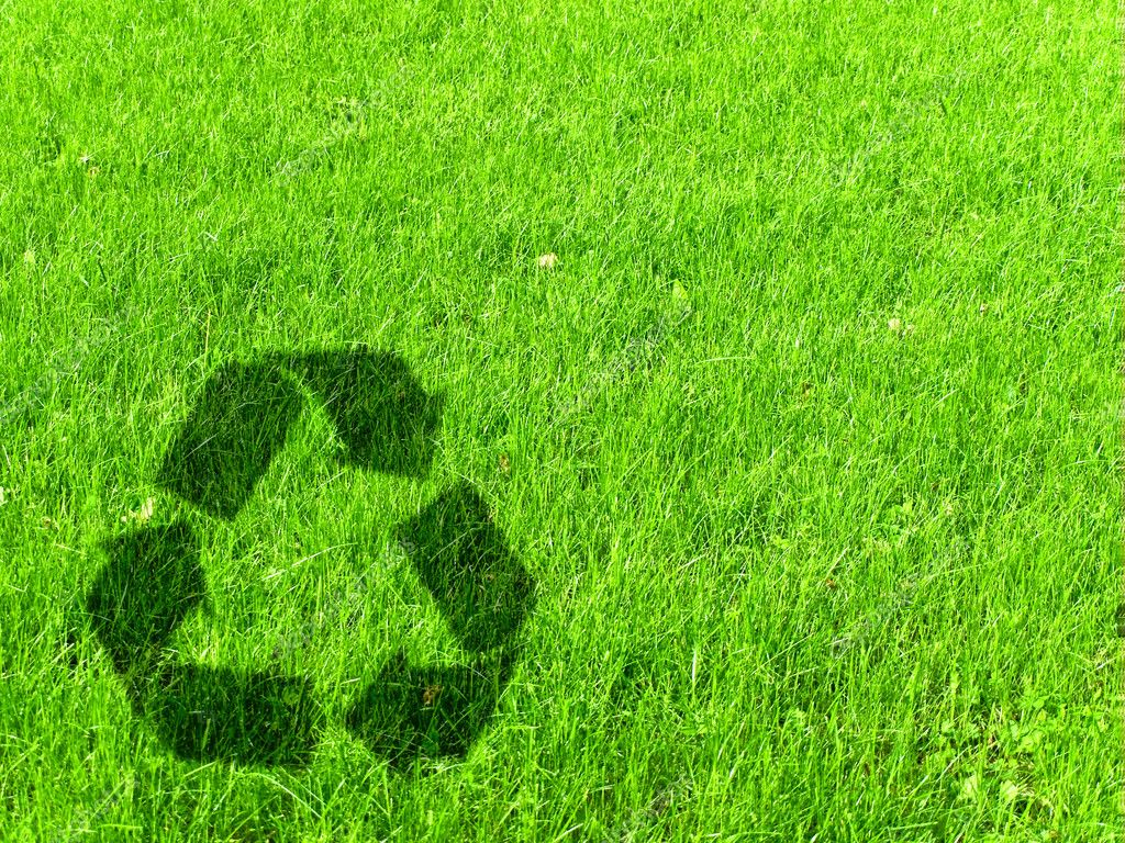 Recycling sign at green grass meadow, copyspace — Stock Photo #3262364