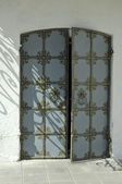 Tür einer kirche mit ornament — Stockfoto