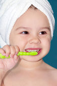 Child brush teeth — Stock Photo