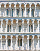 Middle Ages Duomo facade — Stock Photo