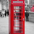 röd telefonkiosk i london — Stockfoto
