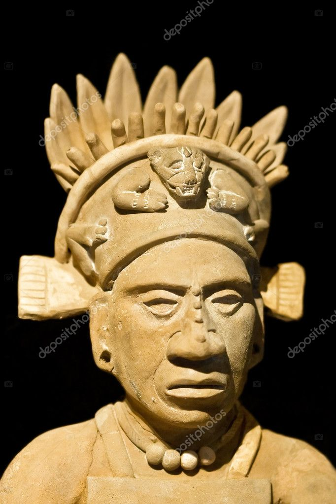 Mexican statue of a noble man — Stock Photo #3784523