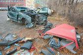 Разбитый автомобиль после аварии. — Stock Photo