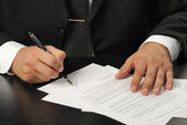 Businessman the signing contract — Stock Photo