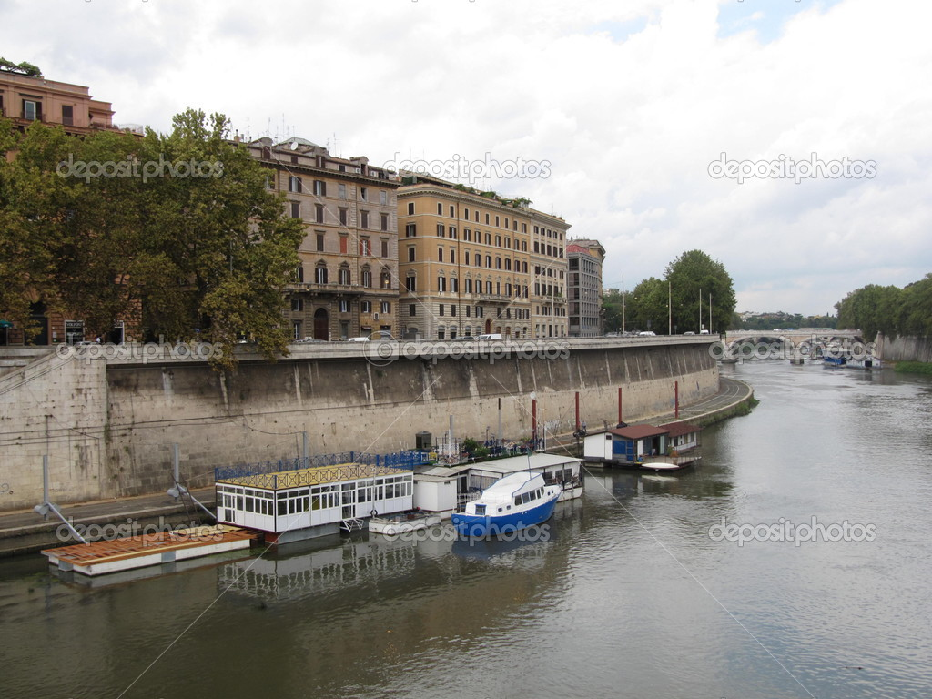 Tiber river. Rome. — Stock Photo #2812306