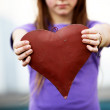 Child shows a red heart - space for text — Foto Stock